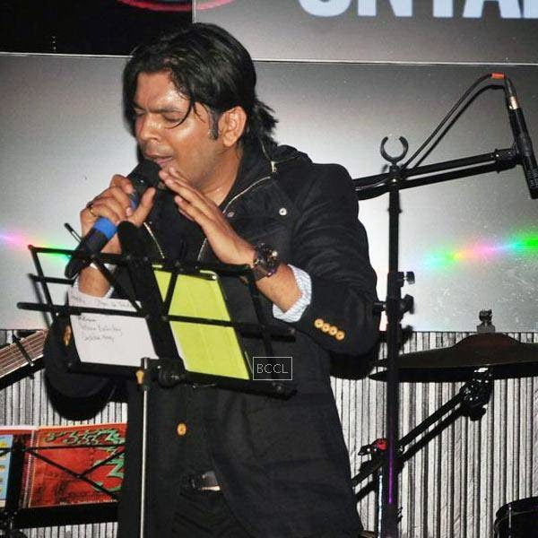 Ankit Tiwari performs during his live concert, held at Hard Rock Cafe, on July 11, 2014.(Pic: Viral Bhayani)