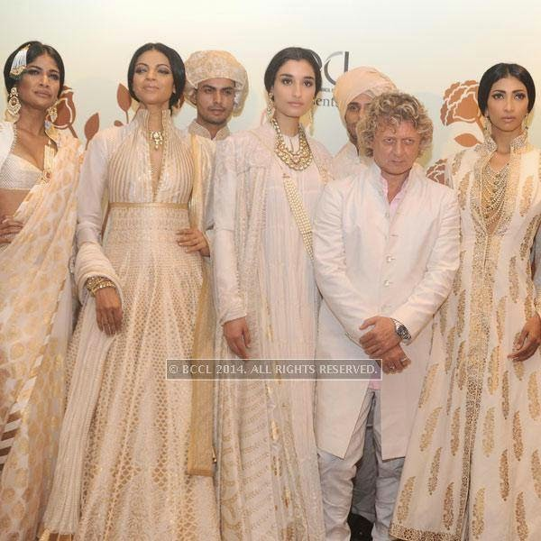 Rohit Bal poses with models Carol, Noyonika , Kanishtha and lakshmi Rana on Day 3 of India Couture Week, 2014, held at Taj Palace hotel, New Delhi.