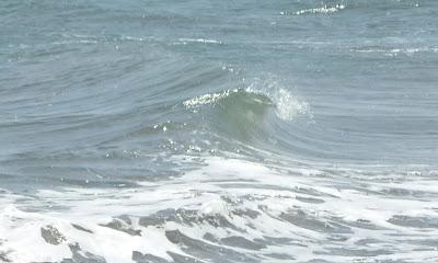 kleine Welle am Strand