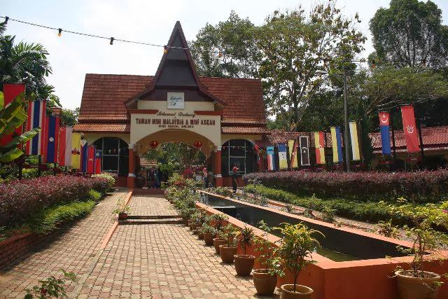 Taman-Mini-Malaysia-Park