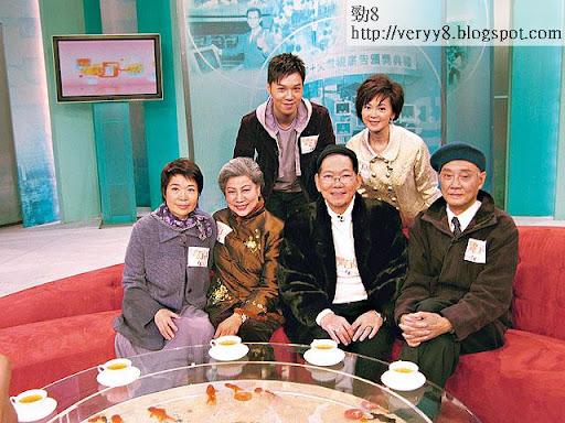 ○五年查小欣曾為亞視主持清談節目《電視風雲 50年》,由於收視一般,未有造成城中熱話。