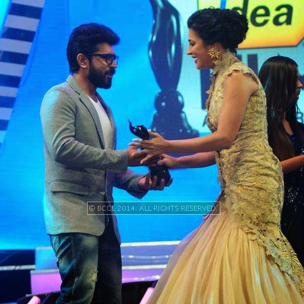 Shruti Haasan presents Best Debut Award (Male) to Nivin Pauly for the film 'Neram' during the 61st Idea Filmfare Awards South, held at Jawaharlal Nehru Stadium in Chennai, on July 12, 2014.