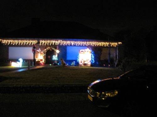 Een heel mooi versierde woning nalv kerstmis.