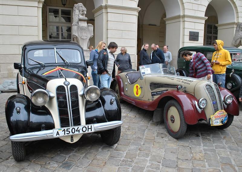 раритетні авто на вулицях Львова