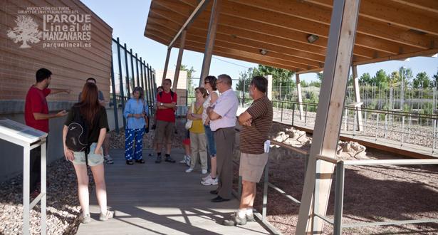 Un momento de la visita guiada por el personal del Centro de Recursos Ambientales Chico Mendes.