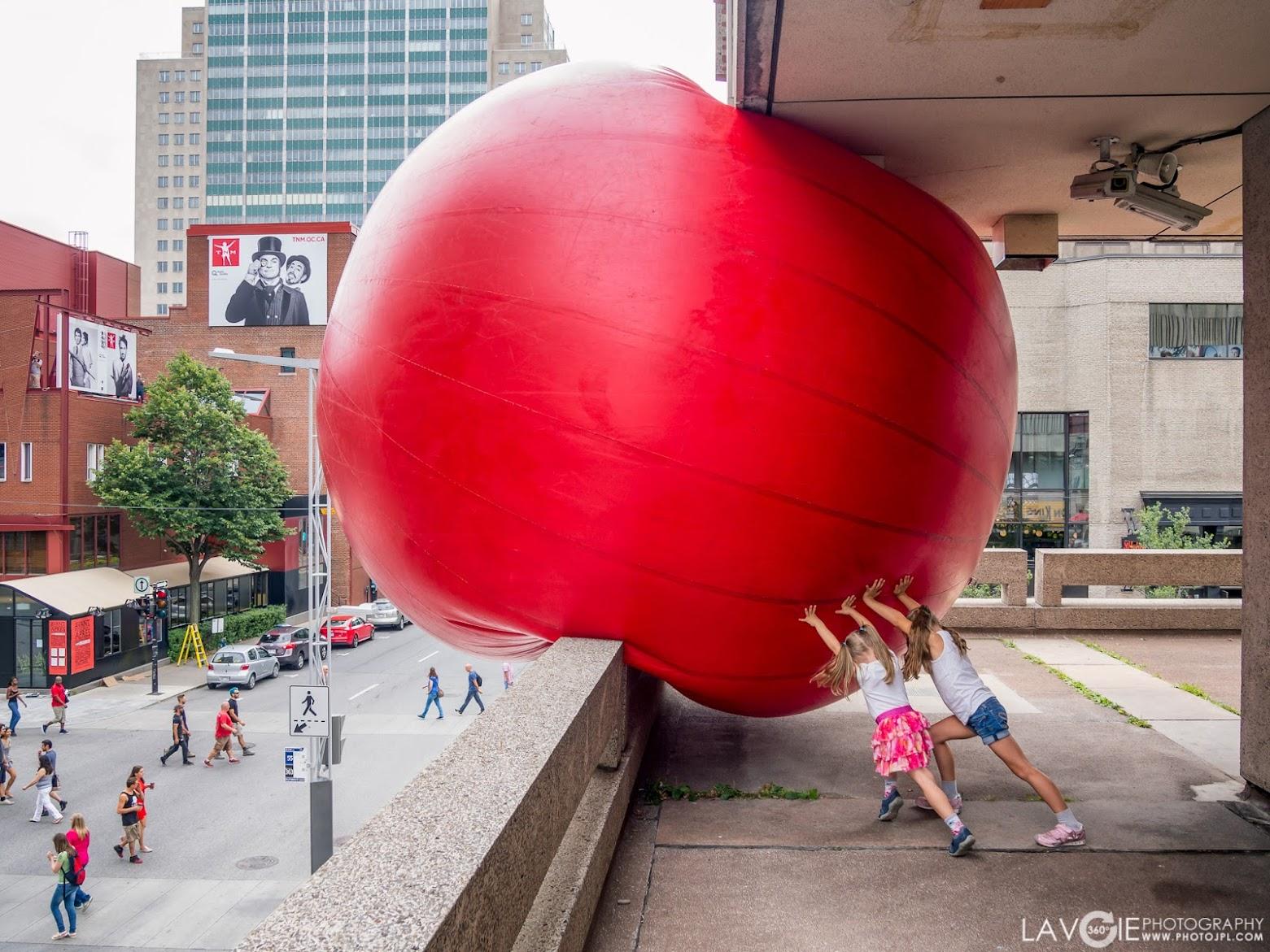 RedBall à la Place des Arts de Montréal