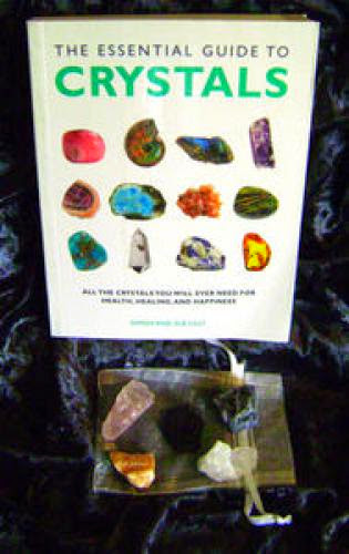 The Essential Guide To Crystals And Crystal Set 20 00