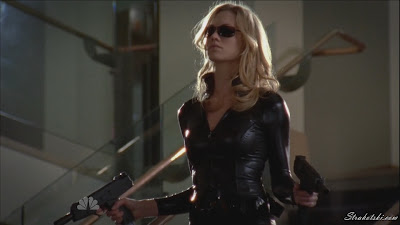 Yvonne Strahovski double fisting in black leather