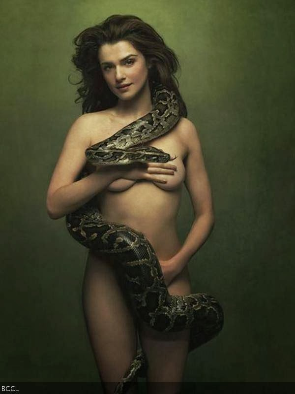 Rachel Weisz: Rachel Weisz is a famous American actress with gorgeous body. She is also a top pin-up girl among men across the world.