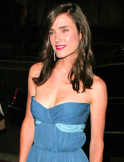 A smaller Jennifer Connelly, still very beautiful at some award show.