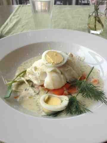 pocherad torsk med äggsås