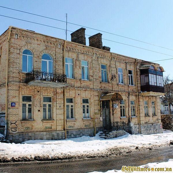 Відреставрований будинок цегляного стилю, вул Богдана Хмельницького, 15