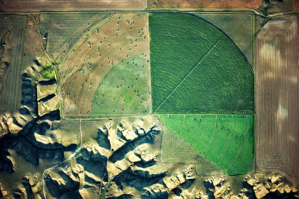 Marias River Drainage and Pivot Irrigator, Loma Area, Montana, USA.