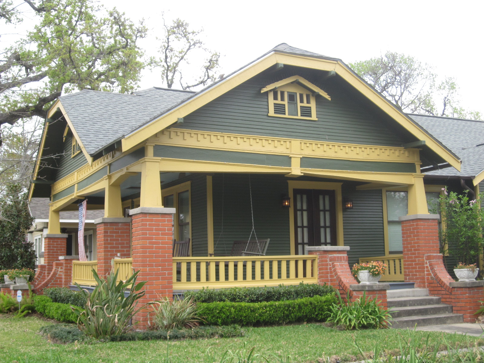 The other houston bungalow colors some beautiful Bungalo house