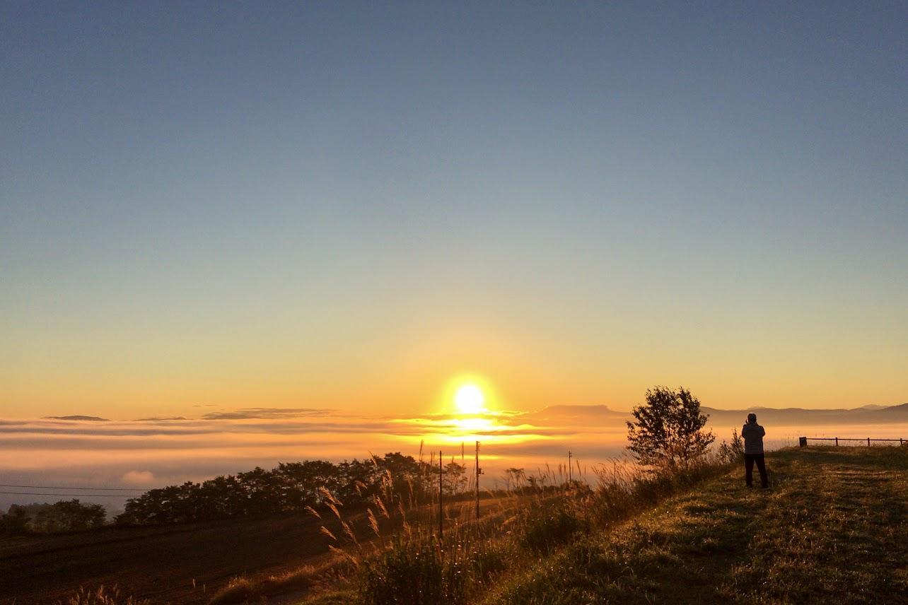 雲海にとろけゆく朝陽