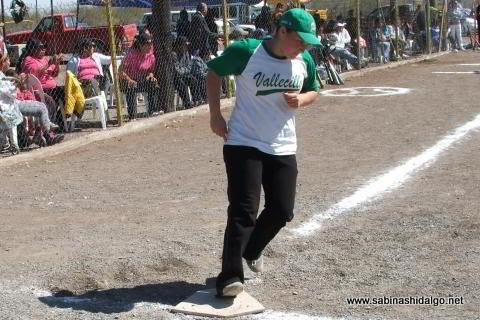 María Alba de Pioneras de Vallecillo en el softbol femenil del Club Sertoma
