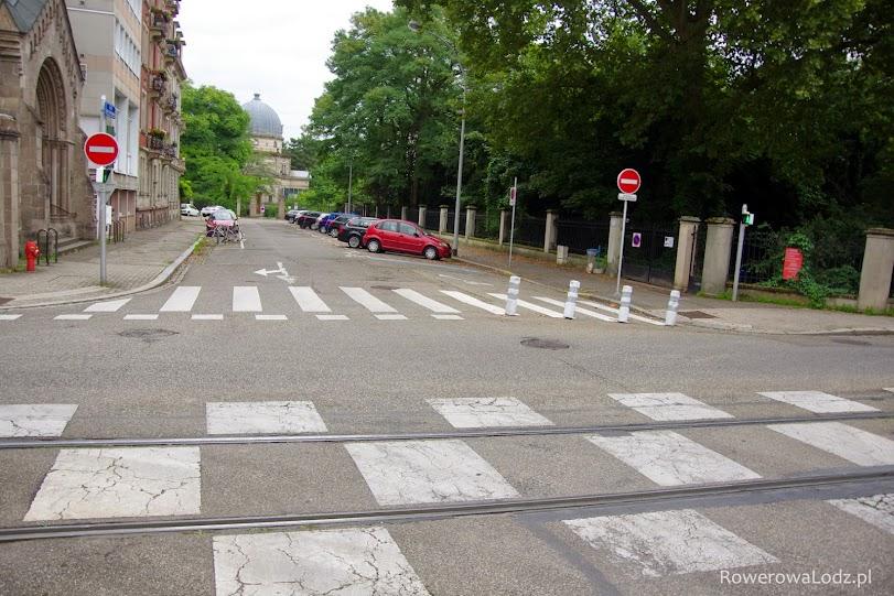 No jasne, że ulica z kontraruchem rowerowym.