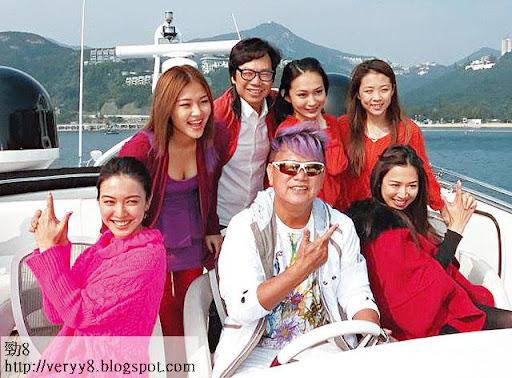 一月出海幫阿叻拍 MV,蔚雨芯(左二)稍為露嚇本錢,便把 Carol、朱千雪及岑杏賢等比下去。