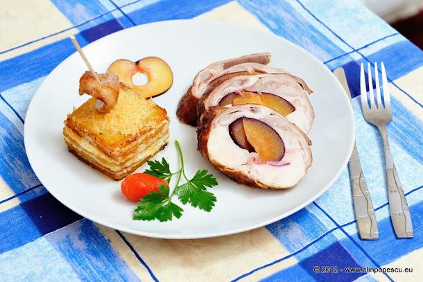 Spinare de iepure umputa cu prune servita cu cartofi gratinati