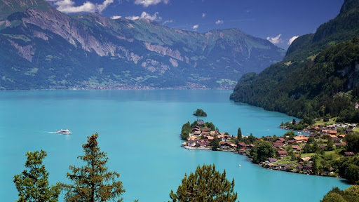 Lake Brienz, Iseltwald, Switzerland.jpg