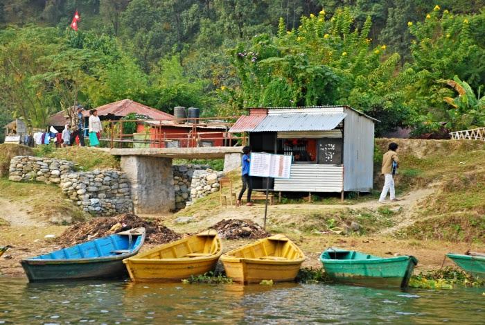 Лодки у причала, озеро Фева