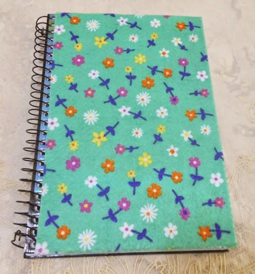 Customizando caderno com feltro autoadesivo
