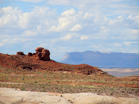 Nearby Entrada Sandstone formations with the Book Cliffs and Mt. Elliott in the distance title=