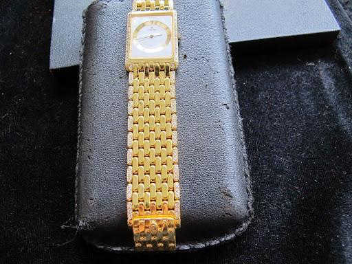 Bán đồng hồ concord chính hãng – dây vàng 18k – hạt xoàn – sử dụng Pin – Size 25,5mm