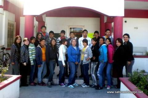 Entregan becas DIA a estudiantes sabinenses