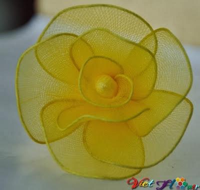Cách hoa hồng vàng từ vải voan (bước 7)