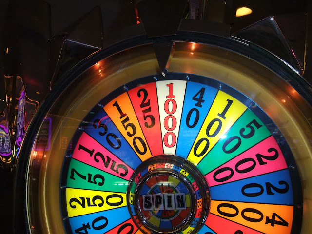 Spin the wheel, win 1000 dollars, wheel of fortune slot