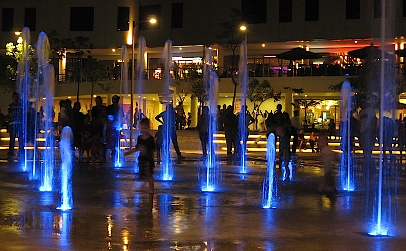 fountain at Bonifacio High Street Central
