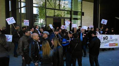 2015-04-09 Fotos y vídeos de las concentraciones en Sogeti Barcelona y Alcobendas, por la readmisión de la delegada - Sección Sindical Estatal de CCOO en Sogeti