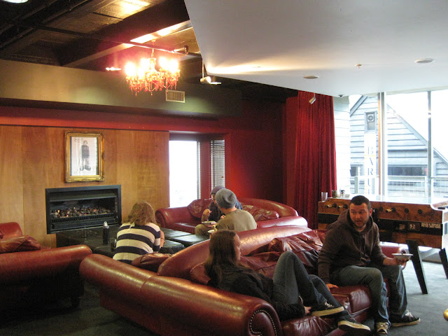 The common room at Nomads Hostel Queenstown