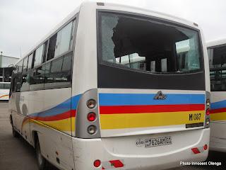 Un bus Transco vandalisé lors des manifestations contre la loi électorale à Kinshasa. Radio Okapi/Photo Innocent Olenga