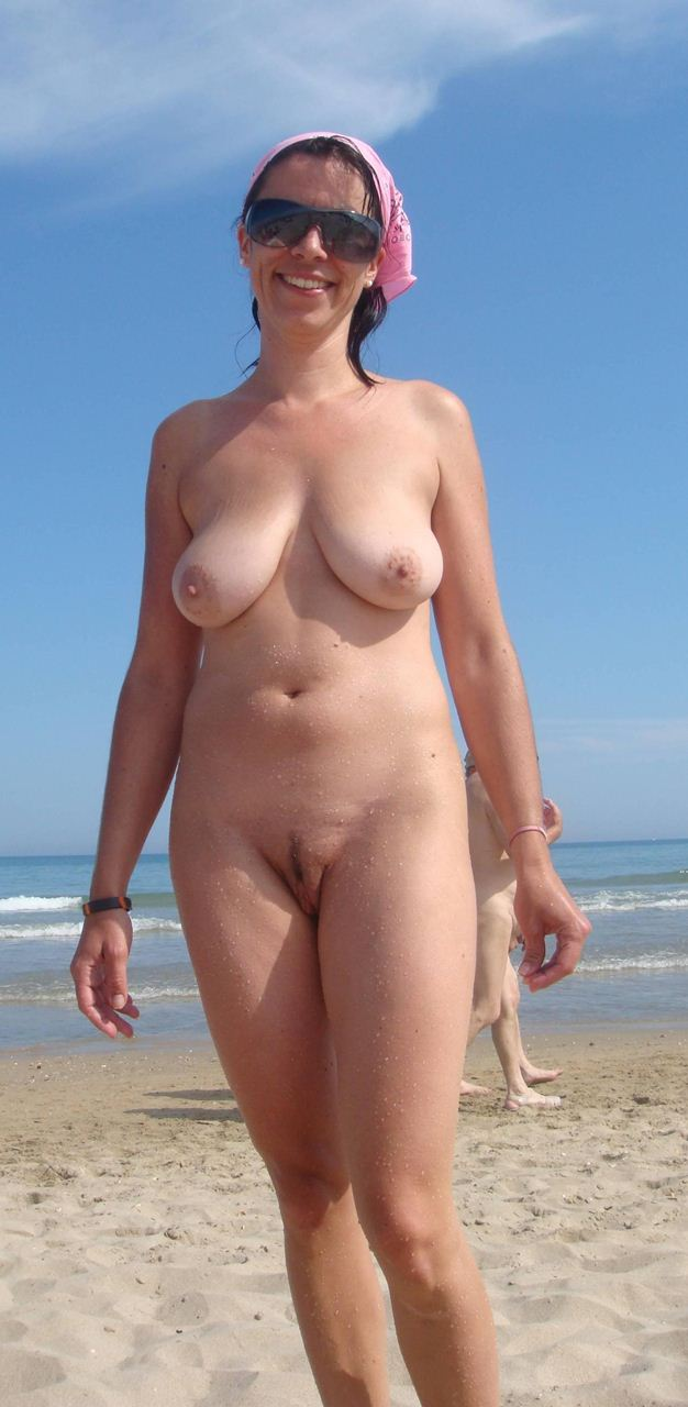 nudist woman Nudist Women Photo of the Day 03/10/11