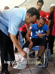 YB Husam Melawat Peserta Demo Patah Kaki