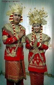 pakaian adat bengkulu pakaian tradisional bengkulu 190x300 Pakaian Adat Tradisional Indonesia