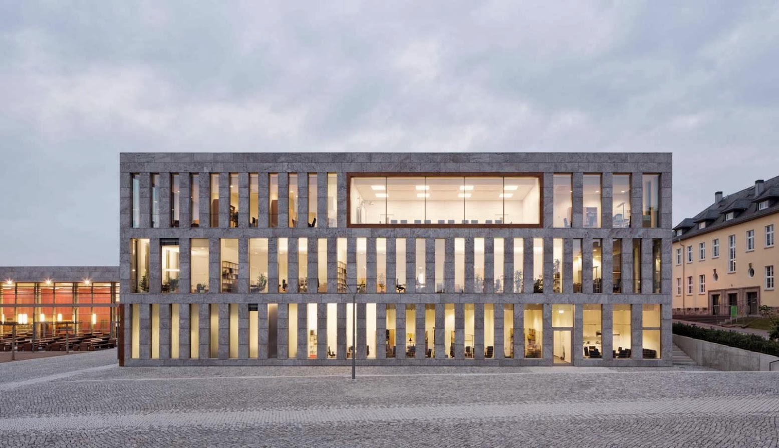 Fulda, Germania: [FULDA UNIVERSITY AND STATE LIBRARY BY ATELIER 30]