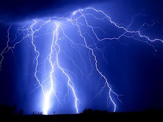 κεραυνοί,χωρίς βροχή,ιερό σύμβολο του Θεού Διός,ανάσταση έξι ημερών,Θησέας,Διόνυσος,ελπίδα,αγάπη,thunders,without rain,holy symbol of Zeus,resurrection after six days, theseus,dionysus,dionisos,hope,love
