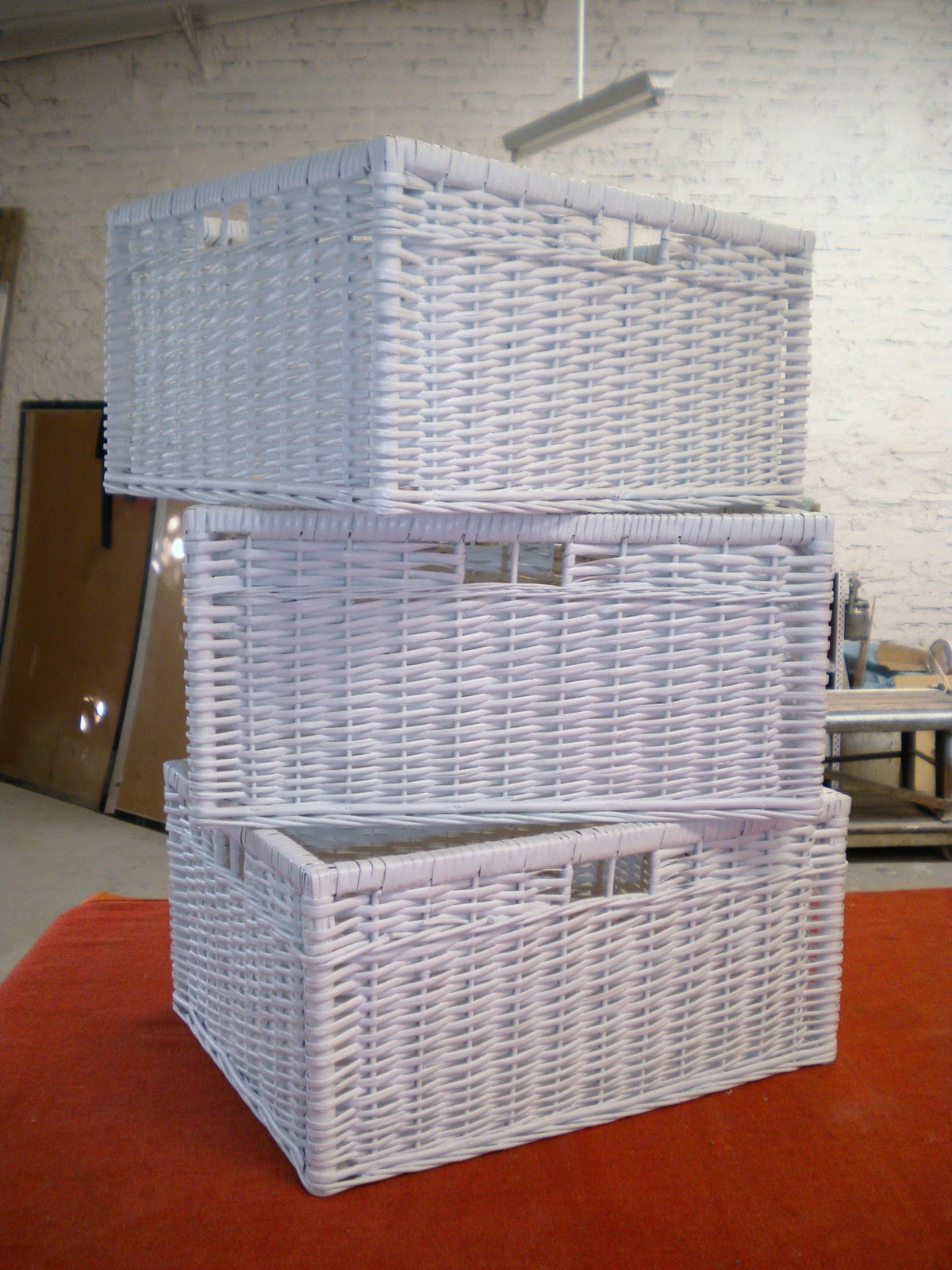 Restauraci n y laqueado de muebles canastos de mimbre - Muebles con cajones de mimbre ...