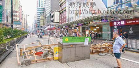 彌敦道顯得一片狼藉,沿街商舖大白天也要被迫關門。(袁志豪攝)
