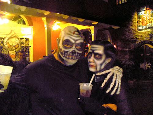 https://lh6.googleusercontent.com/-EIDv-5xDtas/To91WWRxoWI/AAAAAAAAANk/D-9cZkcGmjs/s500/New_Orleans_Halloween_Skeletons_2006.jpg