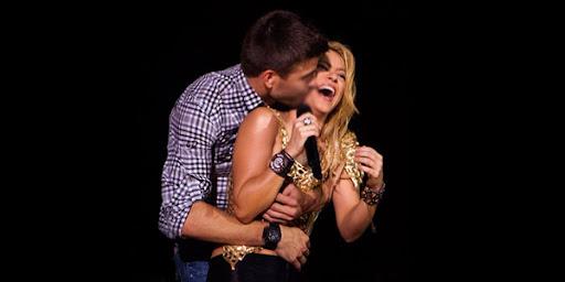 Hotnya Goyangan Shakira Buat Pique Tersenyum Lebar