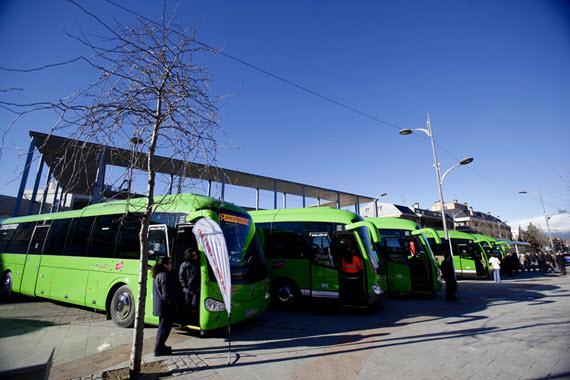Nuevas paradas de autobús interurbano 220 y urbana 1 en el Parque Logístico El Barral de San Fernando de Henares