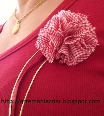 7f820e3aa Acho lindas as flores de tecido. Esta ideia vi no blog  http://melzamelo.blogspot.com. Não resisti. Esta é a minha versão. Dei meu  toque no acabamento e ...