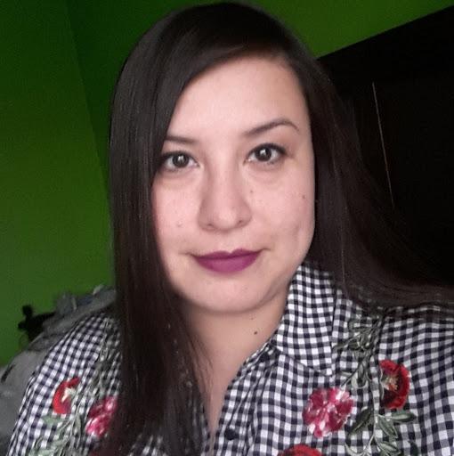 Elizabeth Olivares Photo 18