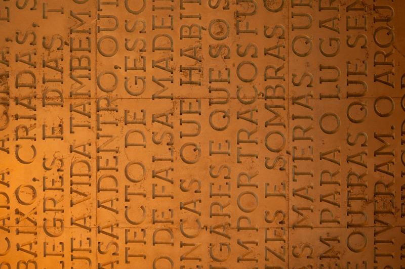 Типографика в интерьере