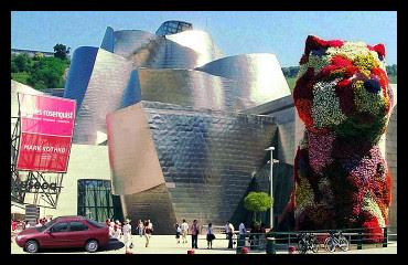 Coche en el Guggenheim