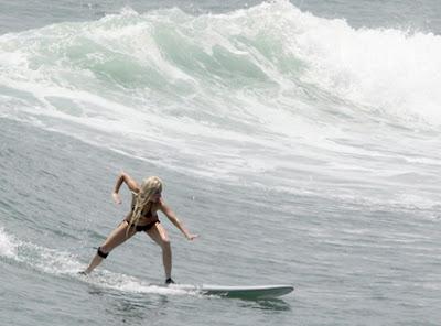 ガガ様、波に乗る